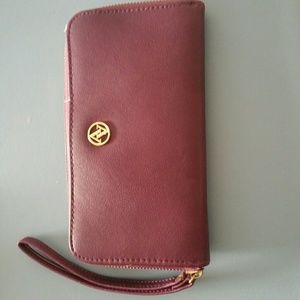 Adrienne Vittadini maroon leather Tech wallet Nwt